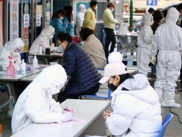 Cập nhật COVID-19 ngày 24/2: Nổi lên điểm nóng ở Hàn Quốc, số ca nhiễm vọt lên 763