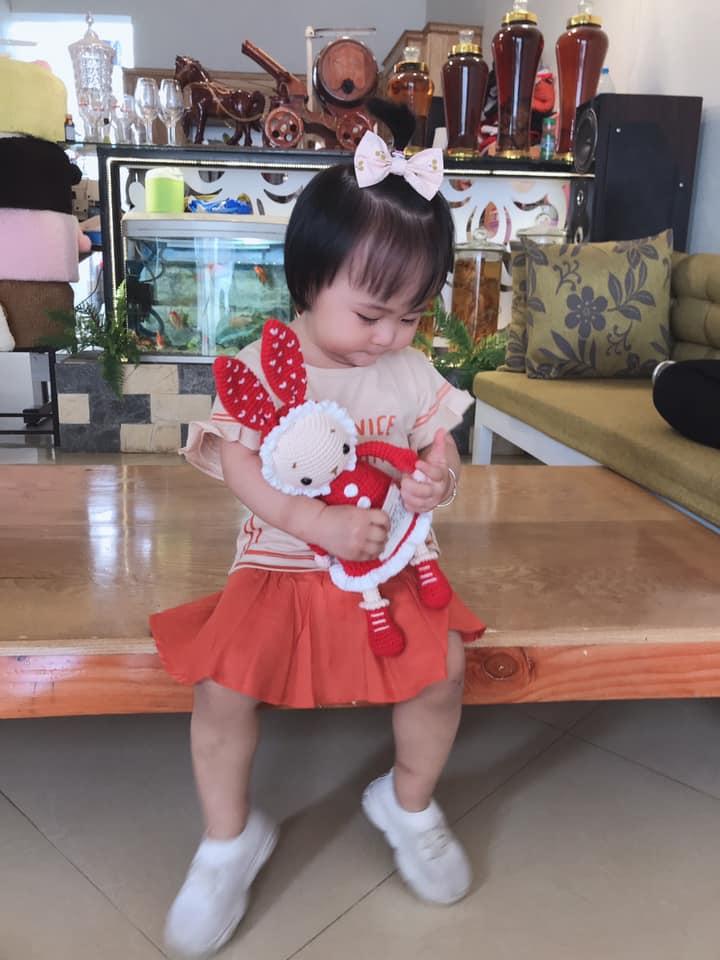 Mẹ Thanh Hóa tự may váy cho con gái, sau 1 năm nhìn bộ sưu tập mà ngất ngây - 11