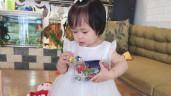 Mẹ Thanh Hóa tự may váy cho con gái, sau 1 năm nhìn bộ sưu tập mà ngất ngây