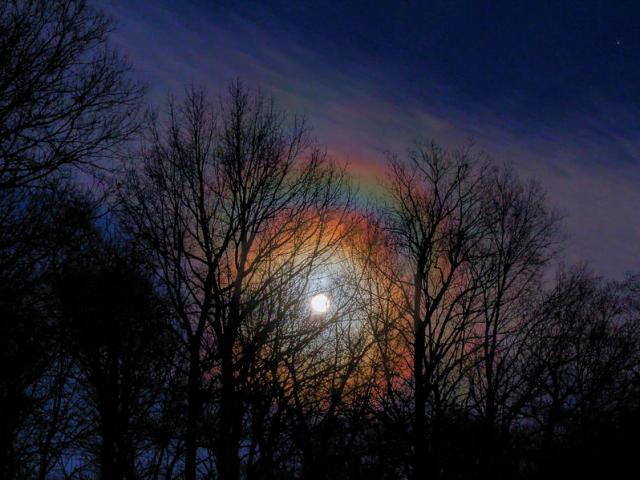 Lý giải bí ẩn sau hiện tượng cầu vồng trăng vô cùng hiếm trên thế giới