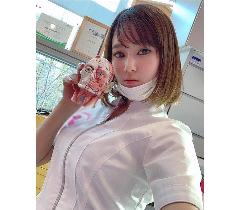 Manaka Nishihara hiện tại là cái tên nhận được sự quan tâm mạnh mẽ của dân mạng Nhật. Lý do là bởi vẻ ngoài cùng phong cách như khác biệt hoàn toàn với công việc mà cô đang làm.