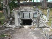 Tin tức - Bí ẩn những chiếc quan tài tự di chuyển trong hầm mộ của một gia tộc hơn 200 năm trước