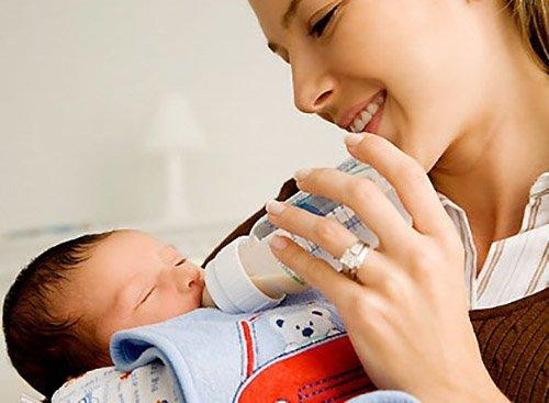 Trẻ sơ sinh hay vặn mình và ọc sữa, mẹ phải xử lý như thế nào? - 3