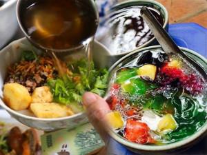 4 quán ăn vặt đường vào ngoắt ngoéo nhưng lúc nào cũng đông nghịt khách ở Hà Nội