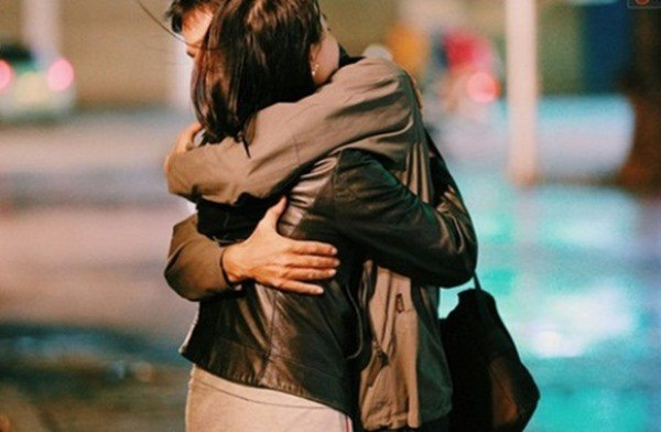Muốn biết vợ còn yêu chồnghay không, thử nhìn 3 biểu hiện khi ôm của cô ấy biết liền
