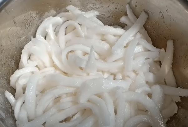 Cách làm mứt dừa sữa đặc, tươi thơm ngon béo ngậy cực đơn giản tại nhà - 4
