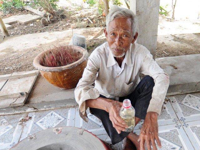 Lạ lùng: Làng có hố nước cả trăm tuổi sôi sùng sục nhưng không hề nóng, độc nhất miền Tây