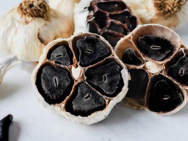 Những tác dụng của tỏi đen với sức khỏe và tác dụng phụ của nó