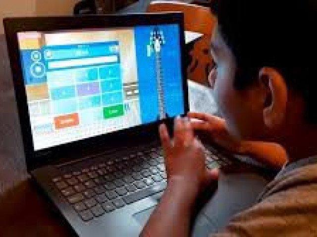Cậu bé 10 tuổi lập kỷ lục trả lời phép tính nhanh