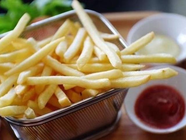 Làm khoai tây chiên, đừng cho luôn vào chảo, thêm bước này khoai giòn ngon, thơm phức