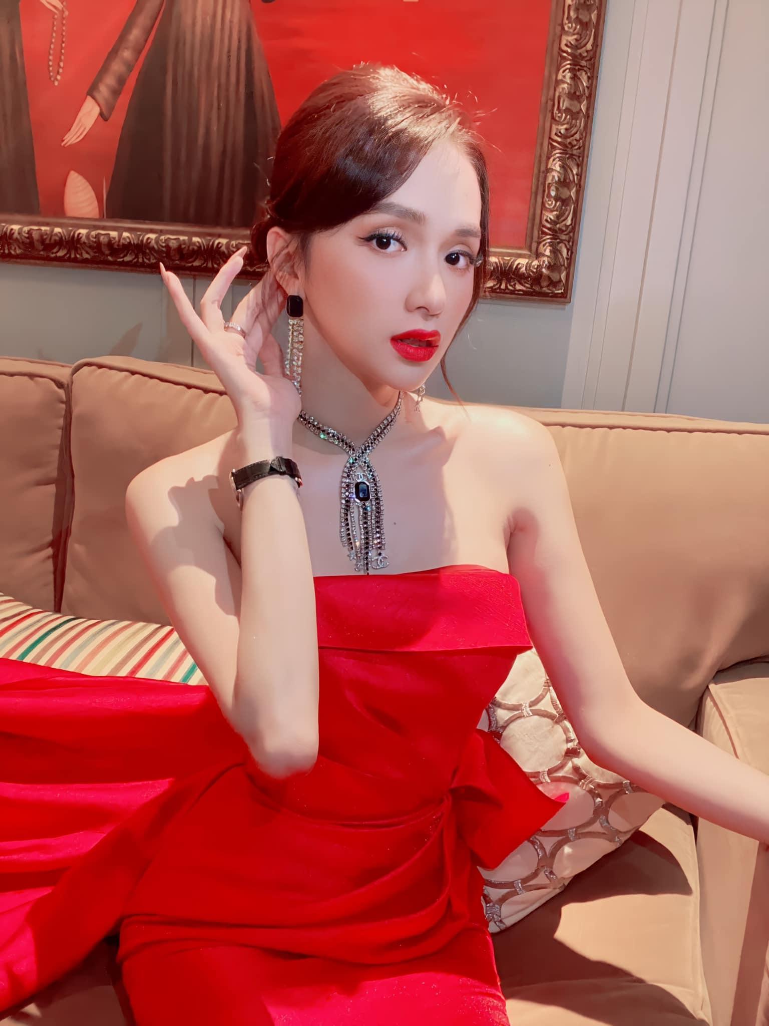 Ảnh chụp lén Hương Giang: lấnát đàn chị siêu mẫu nhờ đường cong body,nhưng amp;#34;mặt tiềnamp;#34; sao tròn lạ? - 15