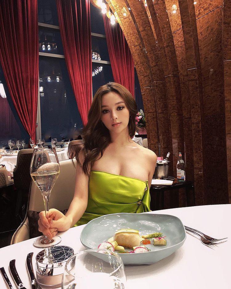 Không đeo vàng, hotgirl lấy chồng đại gia xài vàng làm đẹp theo cách vương giả nhất hành tinh - 3