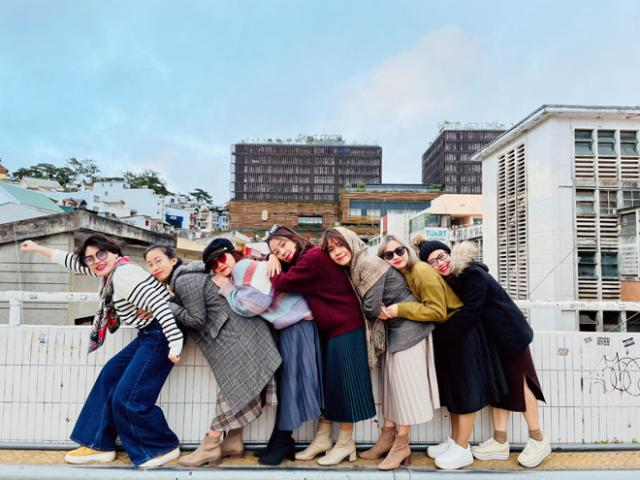 Nhóm bạn thân toàn các chị em U40 du lịch Đà Lạt, nhí nhố tạo dáng khiến CĐM phấn khích