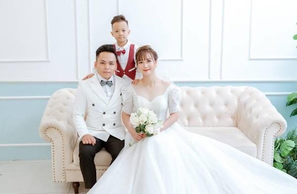 2 bàn tay trắng ly hôn, 9X đơn thân giờ cưới trai tân, con riêng quấn bố hơn cả mẹ
