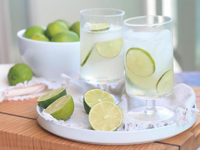 Những dấu hiệu cảnh báo bạn nên từ bỏ thói quen uống nước chanh thường xuyên