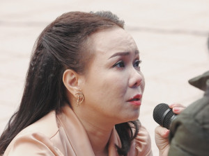 Sau tin phải tiêm dịch giảm đau, Việt Hương xin lỗi vì khóc nức nở trên truyền hình
