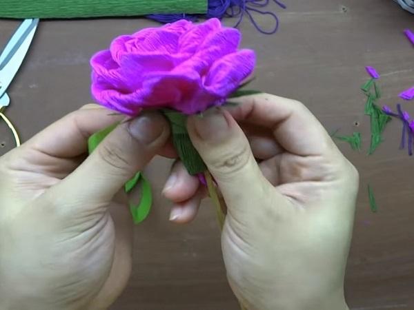Cách làm hoa giấy đẹp đơn giản để trang trí - 8