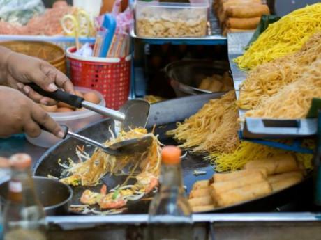 """Đi du lịch mà không thưởng thức đồ ăn đường phố thì xem như """"vứt đi"""", đây là lý do"""