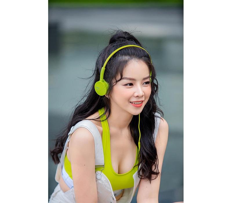 Đảm nhiệm vai trò DJ trong chương trình truyền hình gây sốt Rap Việt, DJ Mie hiện tại là cái tên chiếm được không ít cảm tình của công chúng. Mie sinh năm 1995, tên thật là Trương Tiểu My, được biết tới là một trong những nữ DJ nổi bật nhất trong làng EDM Việt hiện tại.