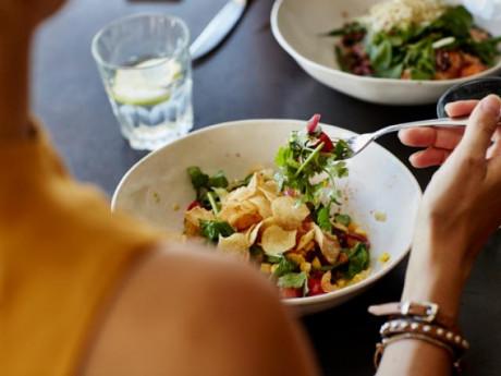 Ăn salad để giảm cân, tiêu hóa tốt nhưngmắc phải 7 sai lầm này thì ăn bao nhiêu cũng phí