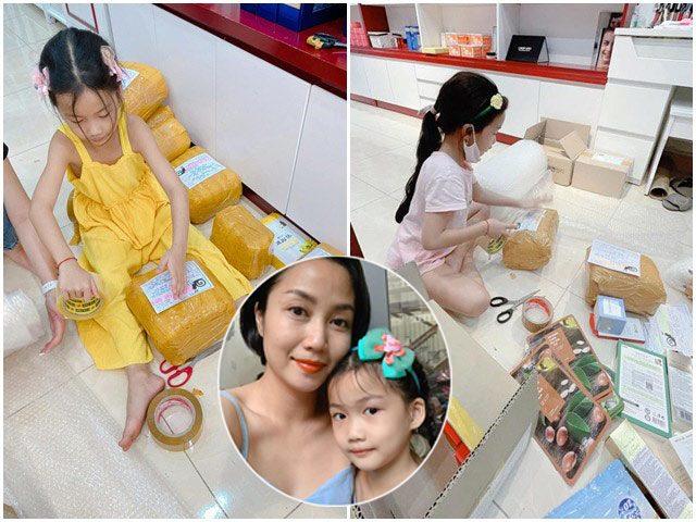 Nghỉ học vì dịch, con gái Ốc Thanh Vân ở làm đủ việc, vừa học vừa đóng hàng phụ mẹ