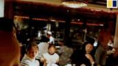 Nhà hàng thuê mẫu nam cởi trần để phục vụ khách nữ gây tranh cãi