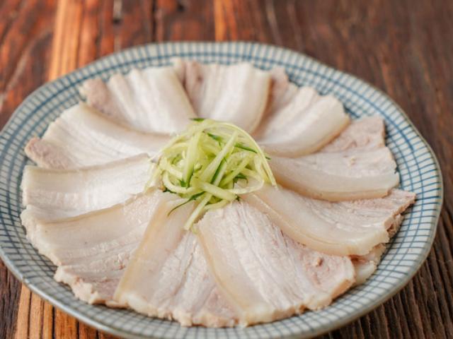 Luộc thịt lợn, 3 thứ không nên cho vào, nhiều người làm sai bảo sao thịt mất ngon