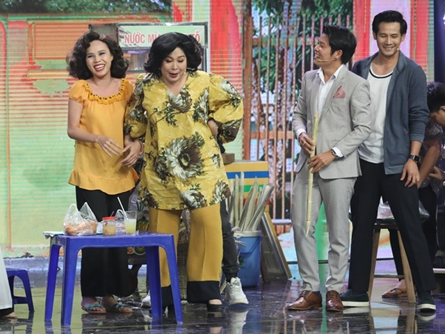 NSND Hồng Vân giải thích nguyên nhân vì sao nghệ sĩ không uống nước mía