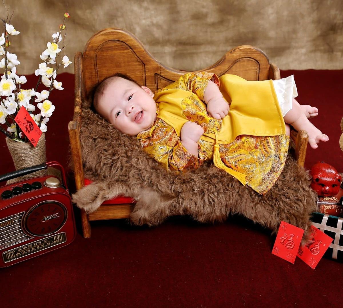 40 cái Tết mới làm bố, Dương Khắc Linh amp;#34;trúng sốamp;#34; cặp song sinh: amp;#34;Tết 2021 bội thu lì xìamp;#34; - 6