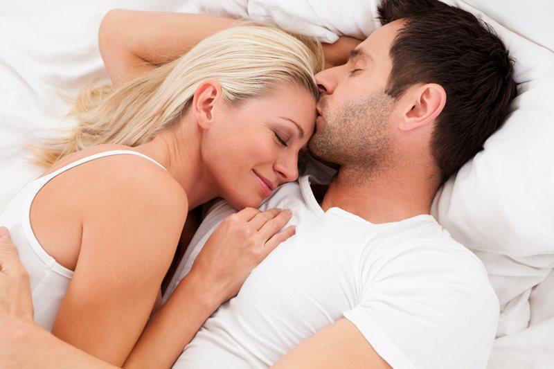 """Lựa chọn một không gian thật lãng mạn và thời gian lí tưởng để cả hai có thể thoải mái nhất và không bị làm phiền khi đang """"yêu""""."""