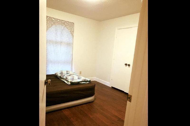 Sau khi chuyển vào nhà mới, căn cũ của ca sĩ sẽ dành cho thuê.