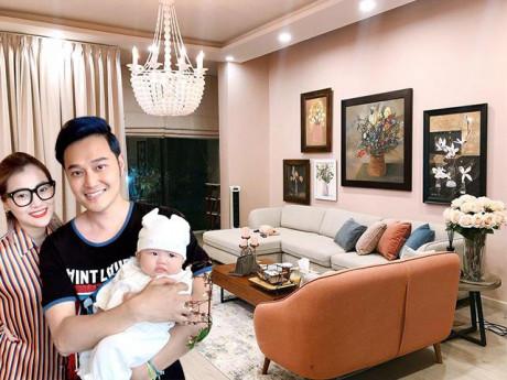 Cùng là mẹ bỉm sữa, em gái Quang Vinh gây sốt với nhà 500m2 sạch như không có trẻ con