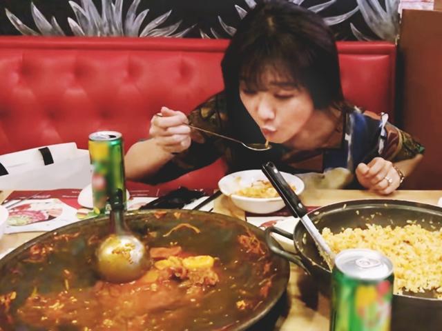 Hari Won ăn thủng nồi trôi rế món lẩu đặc biệt của Hàn Quốc: Chuyện đau lòng ít biết