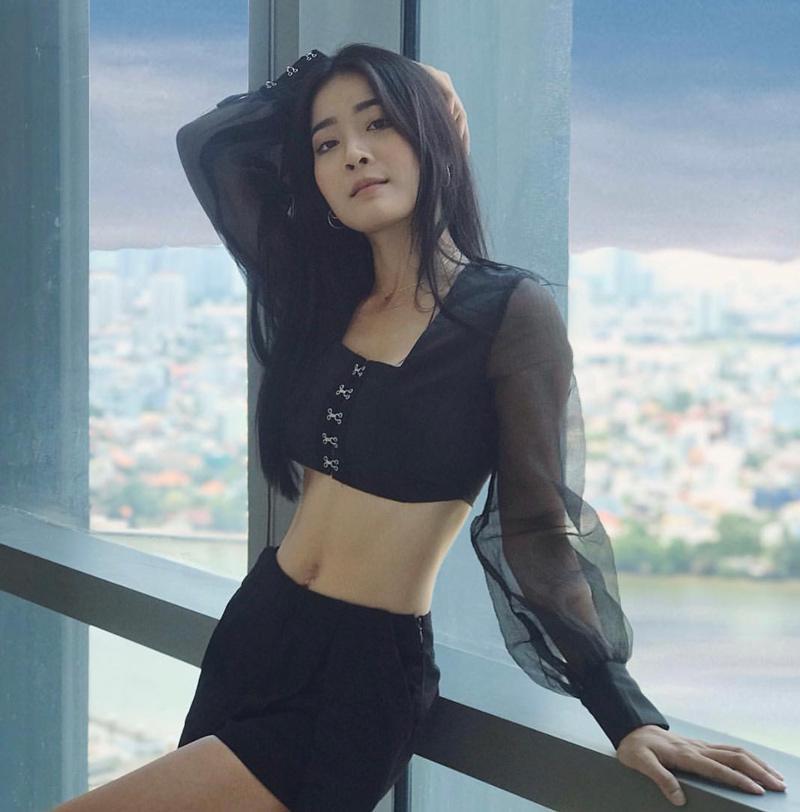 Nguyễn Kiều Diễm (25 tuổi, TP.HCM, tên thường gọi là Karen) mới đây gây chú ý khi xuất hiện trong MVAnh đang ở đâu đấy anh? Là cô bạn cướp bồ của ca sĩ Hương Giang trong MV.