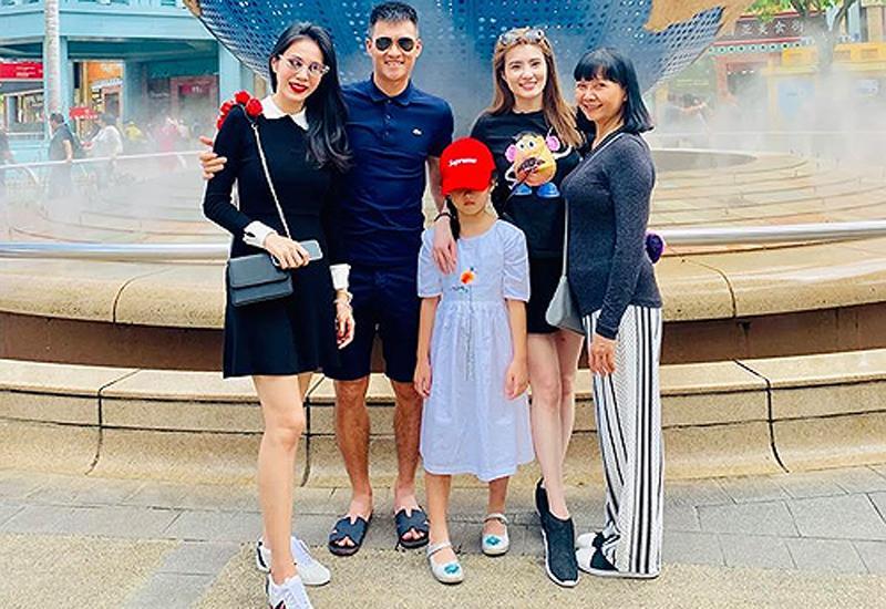 Thủy Tiên kết hôn cùng nam cầu thủ Công Vinh và có con gái đầu lòng là bé Bánh Gạo.