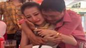 Con gái đi lấy chồng, ông bố gây xúc động khi ôm con khóc mãi không rời