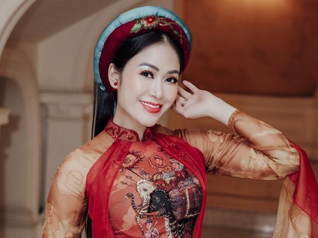 Hoa hậu Tuyết Nga hội ngộ cô giáo Anh Thơ, đàn chị Lan Anh trong đêm nhạc cách mạng
