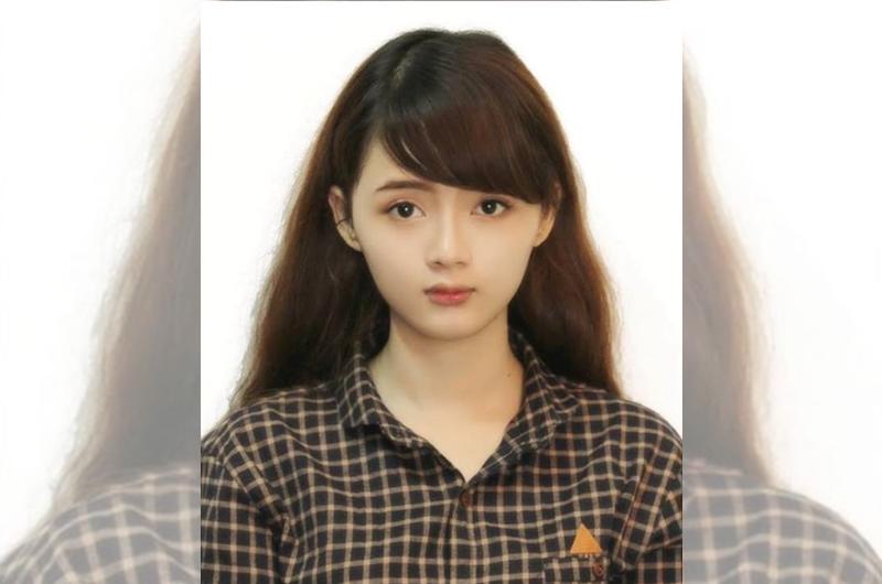 """1. Hot girl """"ảnh thẻ""""  Lê Lý Lan Hương (1994) được biết đến là """"hot girl ảnh thẻ"""" vào năm 2014 khi cộng đồng mạng chuyền tay nhau bức ảnhcủa cô nữ sinh có gương mặt đẹp như búp bê."""