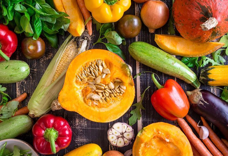 Nhiều người trồng rau hiện nay thường sử dụng thuốc trừ sâu để phun rau củ quả nhằm chống sâu bệnh và thúc đẩy cây trồng phát triển tốt hơn.
