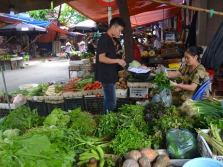 Giá điện, xăng cùng tăng: Người Sài Gòn lao đao thời 'bão giá', tìm đủ mọi cách tiết kiệm