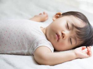 Trẻ ngủ không sâu giấc: Nguyên nhân và cách xử lý nhanh cho bé