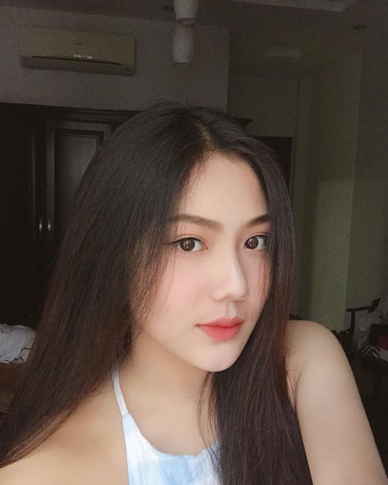 Triệu Vy đời thực chính là cô nàng sinh năm 2002, đang là nữ sinh trườngTHPT Bình Hưng Hòa TP.HCM. Sở dĩcó cái tên này vì mẹ cô rất thích bộ phim của nàng 'Tiểu Yến Tử' trứ danh những năm trước.