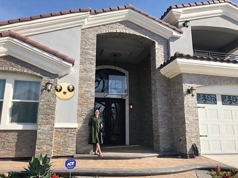 Cách đây 1 năm,Lệ Quyên từng gây bất ngờ với công chúng Việt khi hé lộ căn biệt thự có giá 1,5 triệu USD tại Mỹ.