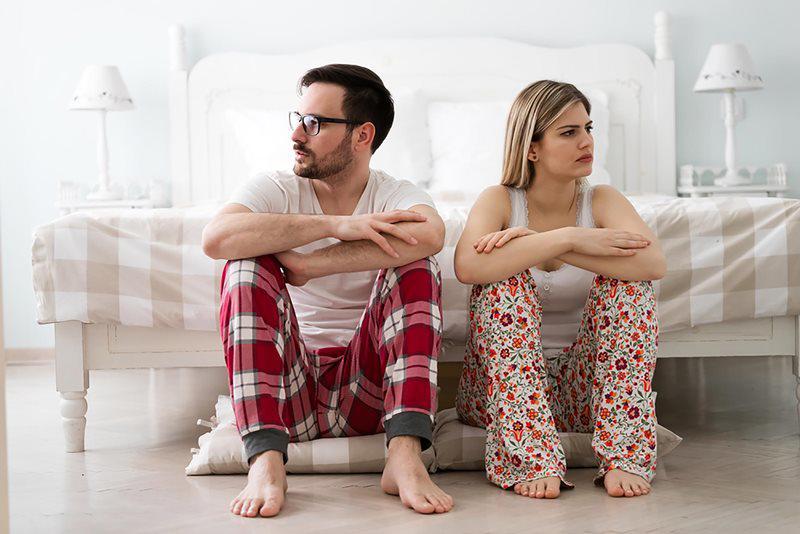 Trên thực tế, thụt rửa âm đạo vốn dĩ không phải là một hành động tốt cho vùng kín. Nó làm cho âm đạo bị khô. Đặc biệt, nếu bạn làm điều này ngay trước khi quan hệ tình dục, bạn đang hủy hoại đi sự kết hợp tuyệt vời giữa hai vợ chồng.
