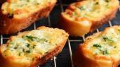 Buổi sáng nắng nóng, làm chút bánh mỳ bơ tỏi thơm ngậy để đủ năng lượng cho cả ngày
