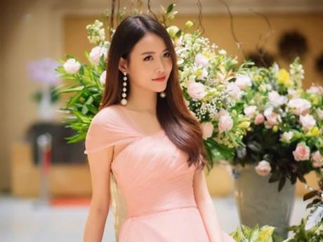 Á hậu Trương Mỹ Nhân xinh đẹp hút hồn đi chấm thi nhan sắc