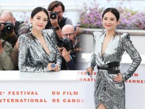 Ngôi sao 24/7: Gái một con khoe ngực tại Cannes nhưng phản ứng của phóng viên mới gây sốt