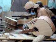 Quy trình sản xuất đàn guitar vô cùng cầu kỳ không phải ai cũng biết