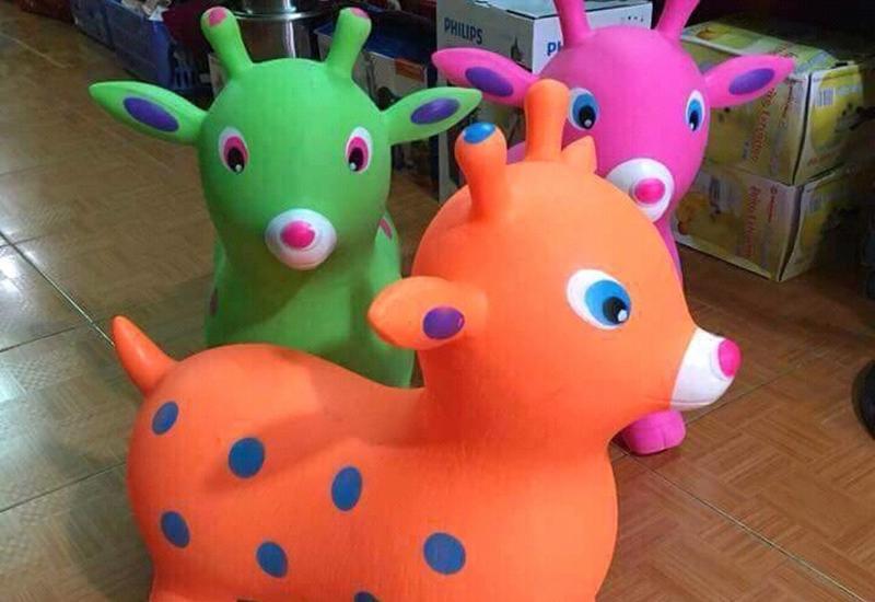 Hầu hết gia đình nào có trẻ nhỏ đều sử dụng ít nhất 1 con thú nhún hình hươu, nai, bò...làm đồ chơi tạo sự thích thú cho các bé.