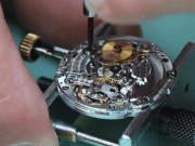 Cận cảnh chiếc đồng hồ Rolex được lắp ráp bởi hơn 100 linh kiện